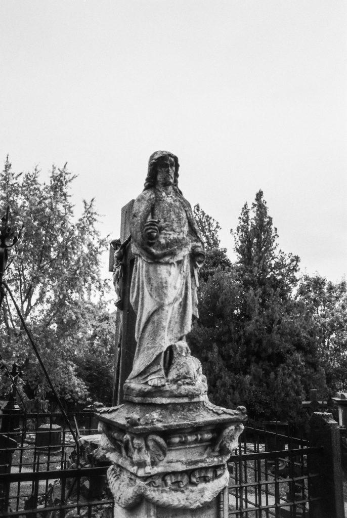Statue im Schlossgarten Limburg - digital bearbeitet Ilford FP4Plus 125