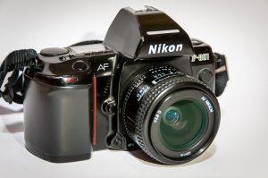 NIKON F801 mit 28 mm 1:2,8 D-AF