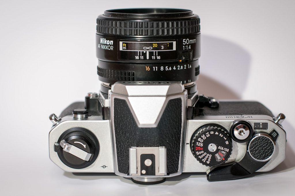 Nikon Fm2N mit 50 mm 1:14,4 AF Objektiv - Draufsicht