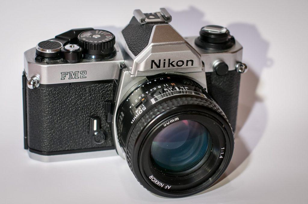 Die analoge Spiegelreflexkamera Nikon FM2N - Front
